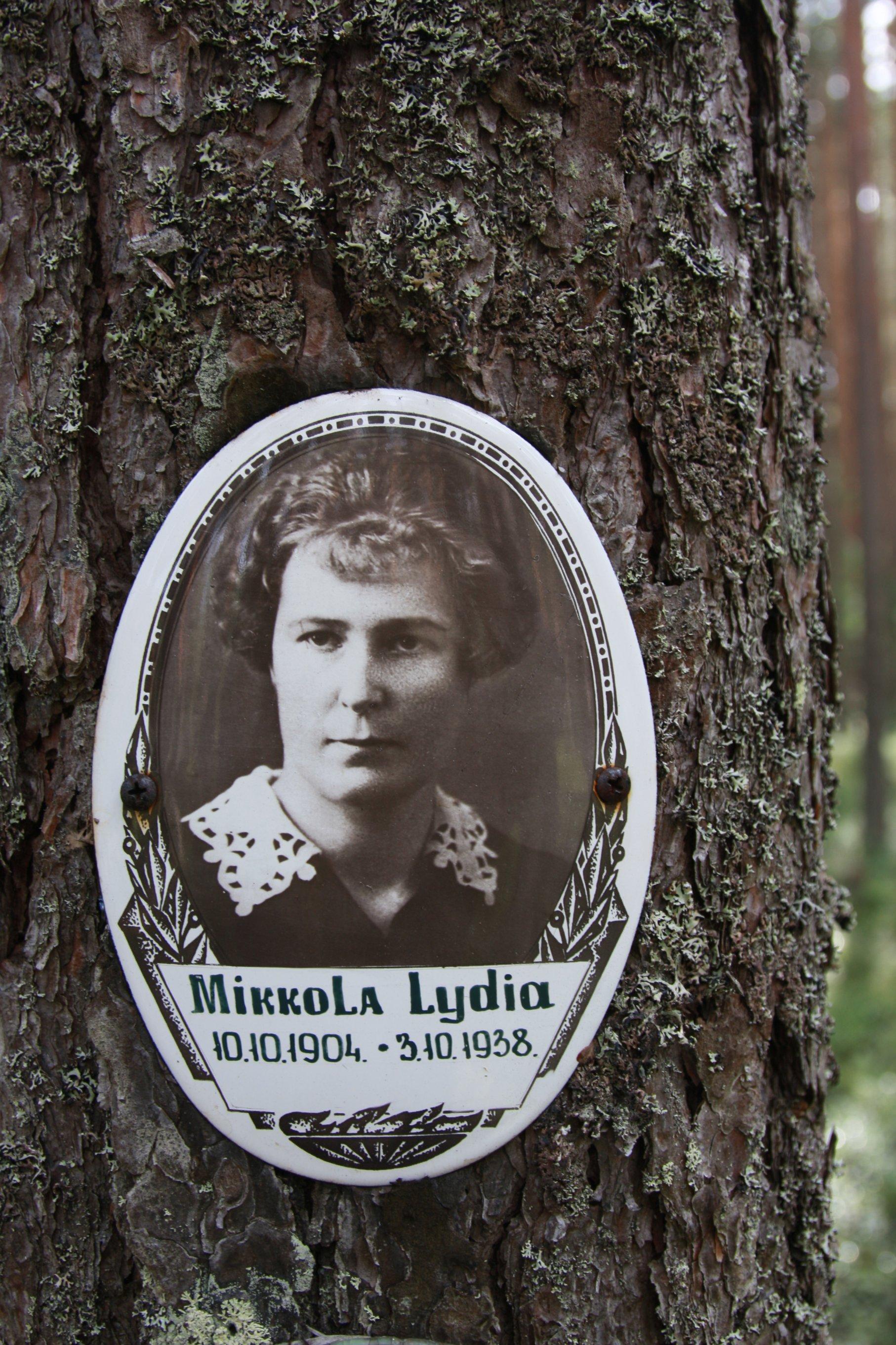 Памятная табличка «Mikkola Lydia». Фото 04.08.2018.